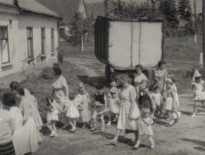 Oslava Mezinárodního dne dětí - před sokolovnou.