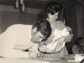 Antonín a Eva Hrochovi s dcerou Evou.