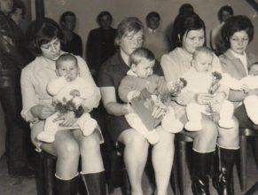 Pipková Hedvika, Volfová Naďa, Kloudová Milena a Možíšová Hana s dětmi.