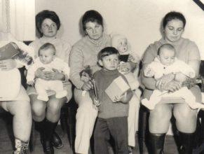 Válková Libuše, Mertlíková Zuzana a Petrásková Božena s dětmi.