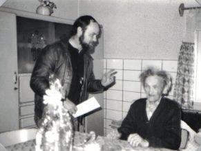 Jubilantovi Janu Štěpánovi přišli blahopřát Otava Jaroslav, starosta obce.