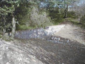 Pohled na nově vybudované gabiony - výúsť.