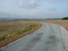 Celkový pohled na cestu k Dolním Vlčkovicím.