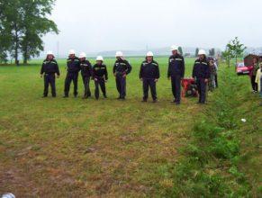 Muži SDH Vlčkovice připraveni k útoku.