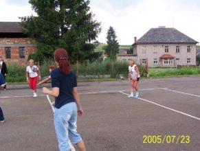 Obrázek ze hry, ženy Vlčkovice v Podkrkonoší.