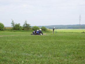 Probíhající útok mužů z SDH Vlčkovice, zřejmě problém u rozdělovače.