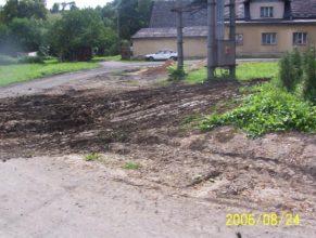 Plynofikace, parkoviště před obecním úřadem / mateřskou školkou, Horní Vlčkovice.