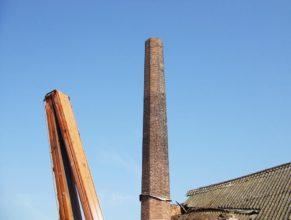 Tovární komín.