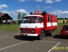 Hasičské vozidlo značky Avia.