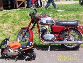 Motorky.