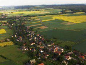 Vlčkovice v Podkrkonoší, pohled od jihovýchodu.
