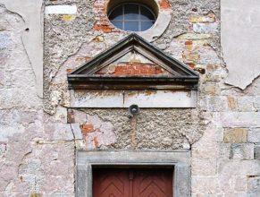 Vchod do kostela.