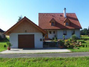 Dům s garáží rodiny Otavovy, Horní Vlčkovice čp. 66.
