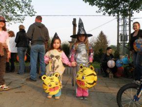 Dvě malé čarodějky.