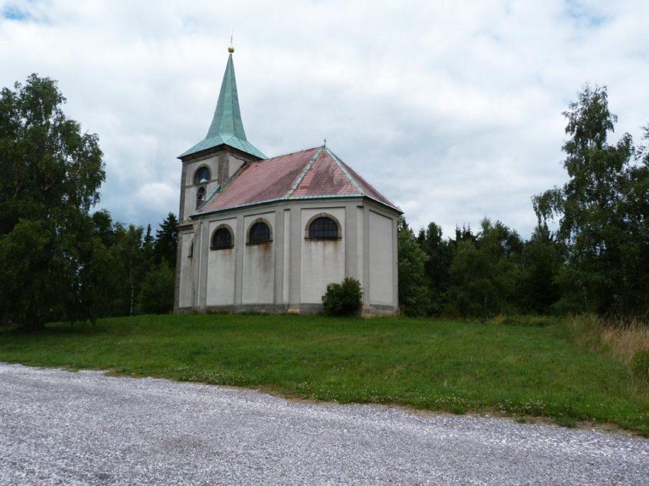 Zvičina, kostel sv. Jana Nepomuckého.