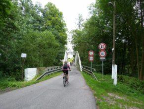 Most přes Labe ve obci Stanovice.