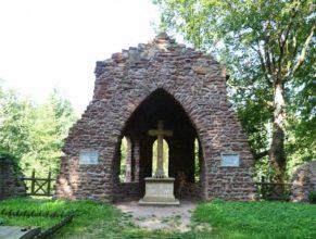 Vojenský hřbitov.