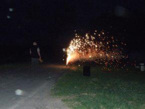 Ohňostroj před zapálením čarodějnic.
