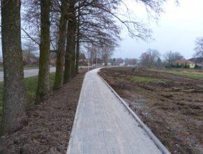 Dokončený chodník - pohled směrem na východ.