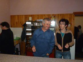 Výdej občerstvení, zleva Josef Petrásek, Pavel Vaněk a Petra Vaňková.