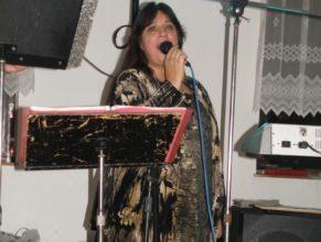 Zpěvačka z hudební skupiny pana Pavla Macháčka.