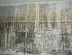 První patro obecního úřadu, odkryté malby na zdech.