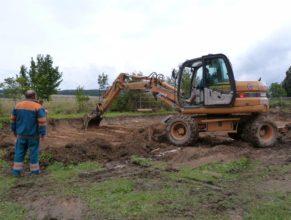 Stavba hriště - odebírání zeminy.