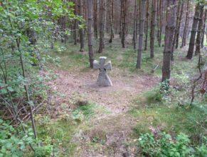 Křížek mezi obcemi Choustníkovo Hradiště - Ferdinandov a Kocbeře.