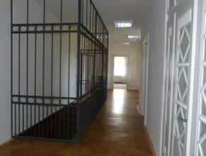 Hala v prvním patře obecního úřadu.