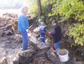Oprava břehu potoka u Žižků.