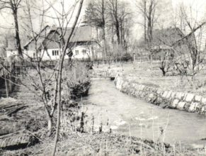 Horní Vlčkovice - dům u Škrýbů, v popředí zahrada Vaňkova.