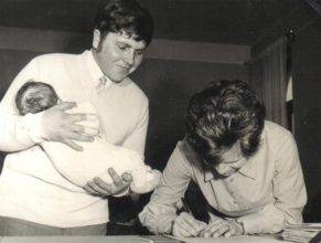 Antonín a Eva Hrochovi s dcerou Evou narozenou 23.10.1972.