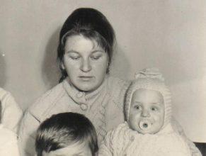 Mertlíková Zuzana s Petrem narozeným 25.4.1972.