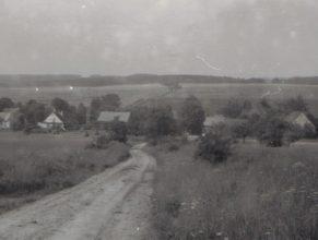 Pohled na Vlčkovice z cesty nad Vašákovými.