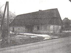 Dům čp.8 (u Pilařů) před demolicí. Na tomto místě má stát budoucí prodejna.
