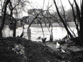 Rozvodněný potok za školou.