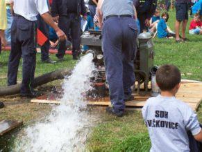 """Vypouštění vody z """"mašiny""""."""