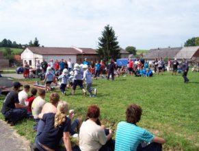 Děti SDH Vlčkovice při útoku.