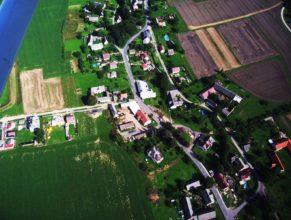 Uprostřed bývalé JZD Vlčkovice v Podkrkonoší