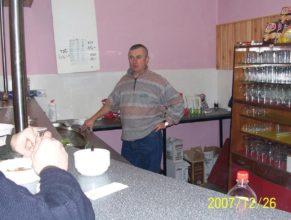 Pavel Vaněk, jako barman.