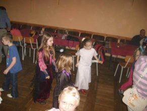 Tancující děti.