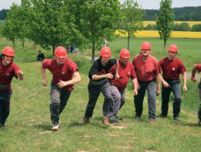 Muži SDH Vlčkovice při útoku.