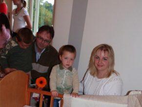 Manželé Kosinkovi, Ivana a Miroslav, se dvěma staršími syny a nejmladším Jakubem narozeným 3.6.2011.