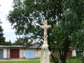 Křížek ve Dvoře Králové nad Labem.