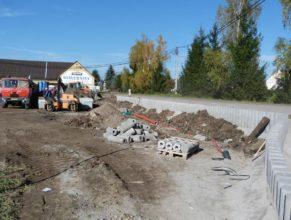 Stavba chodníku - materiál a stavební stroje.