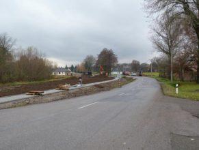 Stavba chodníku - celkový pohled směrem na západ.