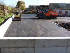 Stavba hriště - asfalt.