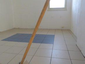 Místnost napravo od sociální místnosti v 1. patře.