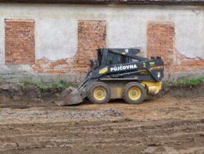 Stavba hriště - bobek.