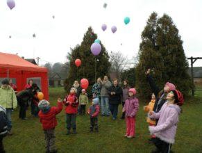 Vypouštění balónků.
